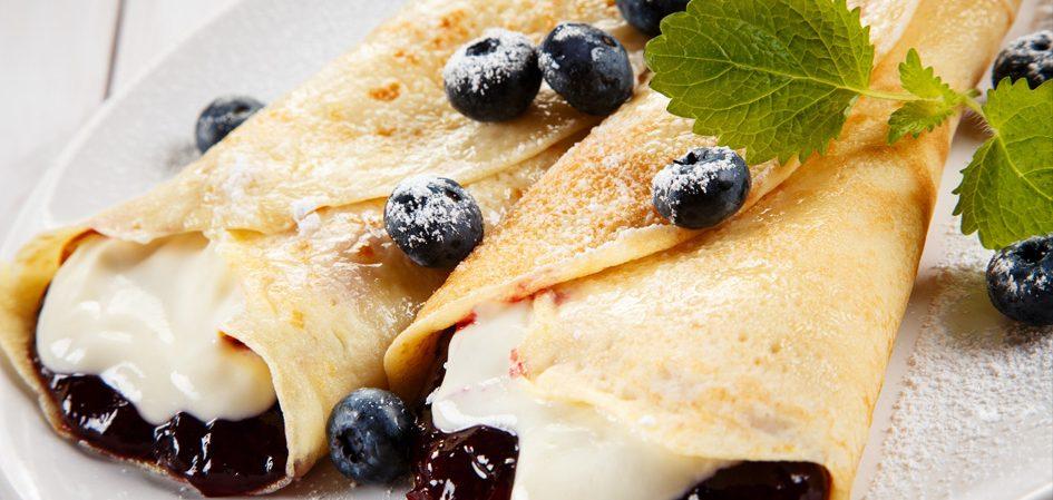 leckere Pfannkuchen mit Heidelbeeren
